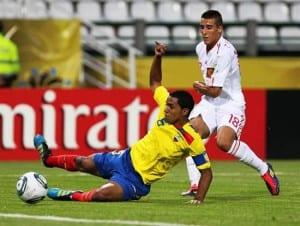 Cristian Tello en un partido ante Colombia