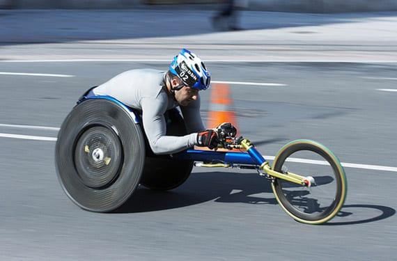 Corredor en silla de ruedas